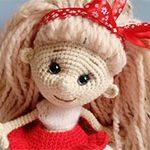 Вязанная кукла Красуня