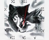 Витражные часы Wolves