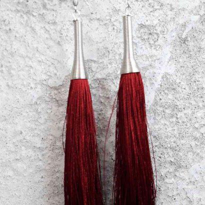 серьги кисточки с бордовой шелковой нити