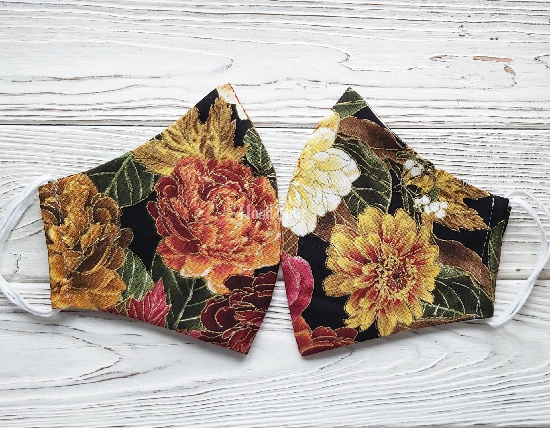 Женская маска с цветами подсолнух, пион