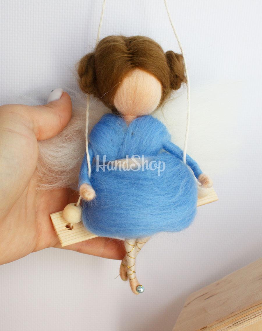 Куколка маленькая подвеска ангелок