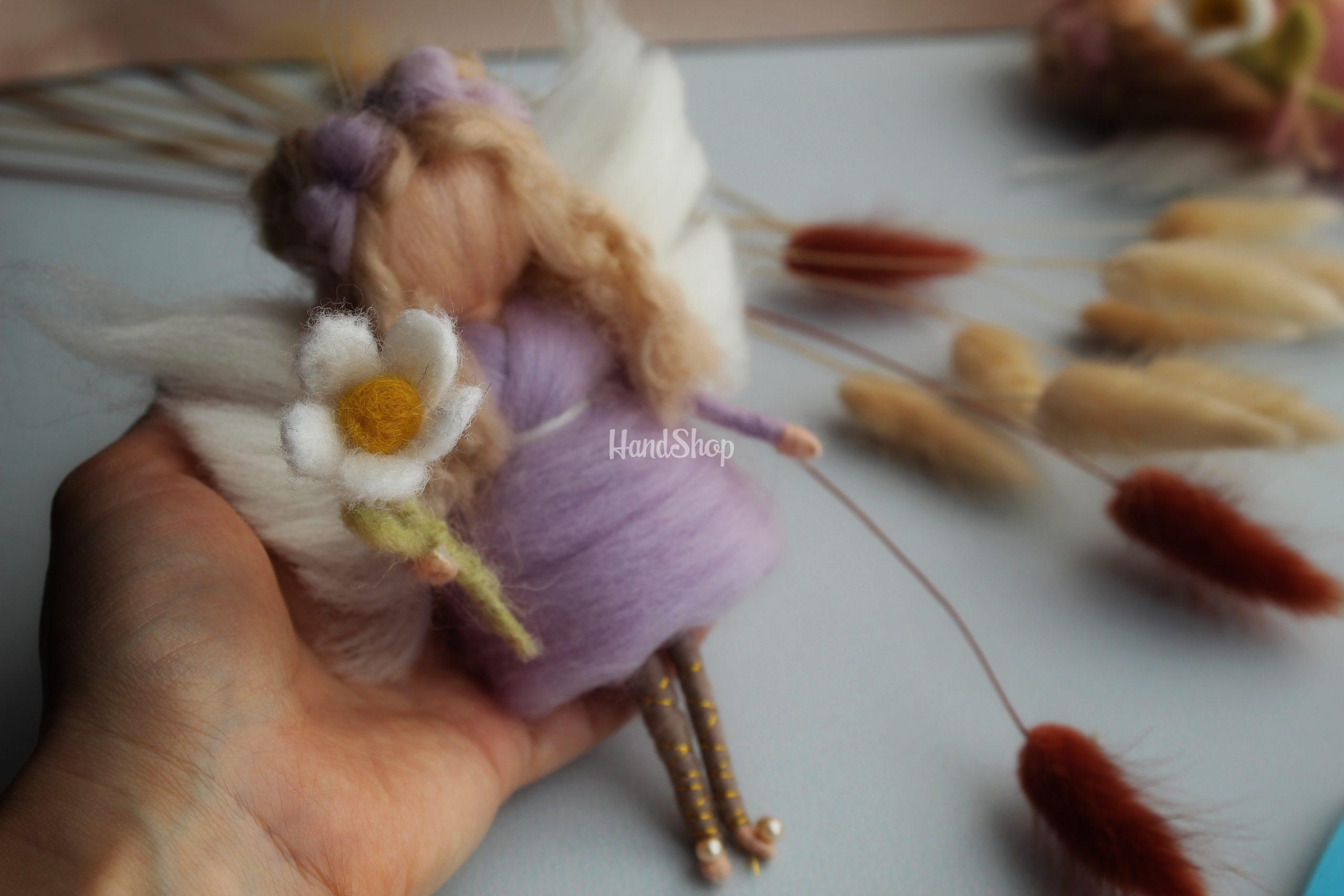 Кукла блондинка подвеска на ниточке