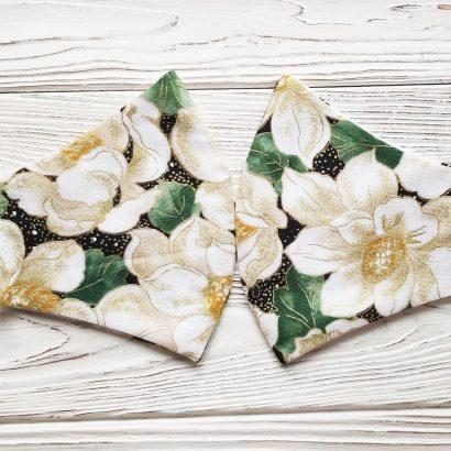 Защитная маска с рисунком белые цветы