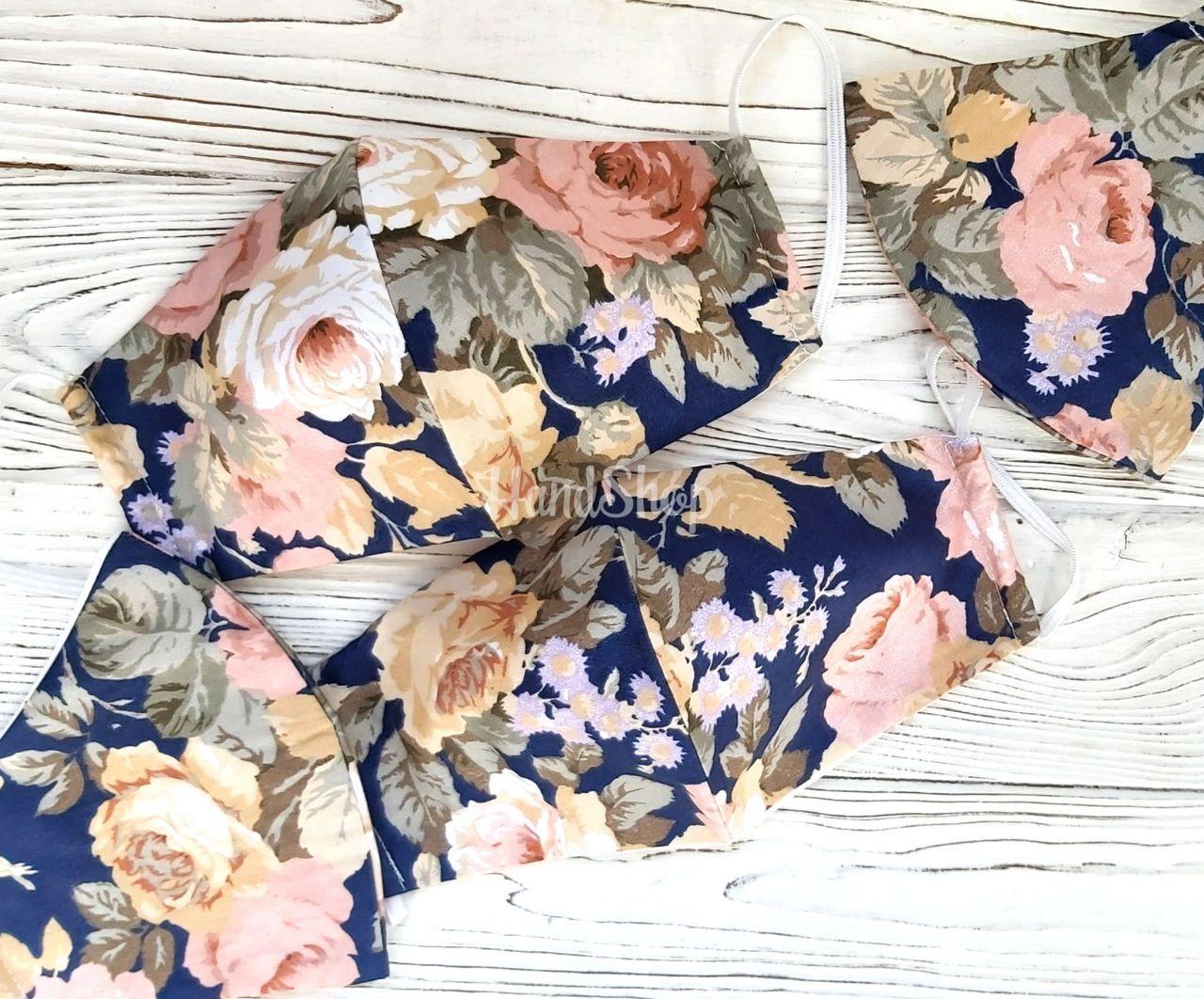 Защитная маска из ткани розы