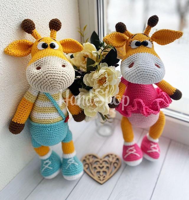 Парочка больших авторских игрушек жирафы