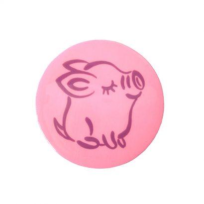 Круглая детская брошка из свинкой