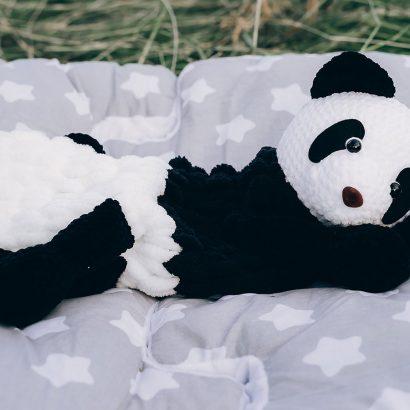 Большая игрушка пижамница крючком панда