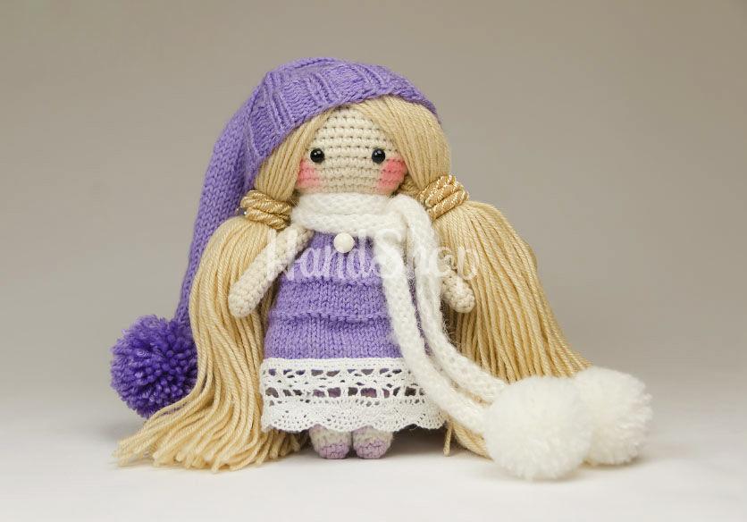 Вязаная кукла блондинка в платье