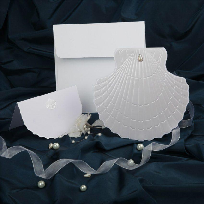 Свадебная открытка с тиснением ракушка