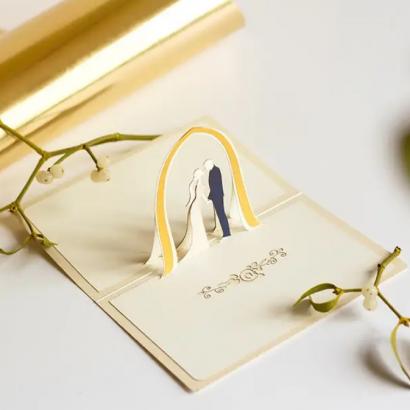 Свадебная открытка арка жених и невеста