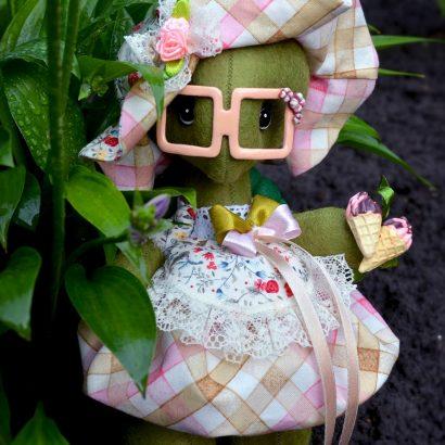 Мягкая игрушка черепашка в очках с мороженым
