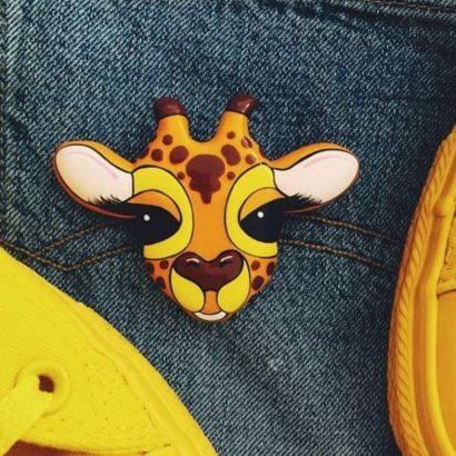 Детская брошка с веселым жирафом