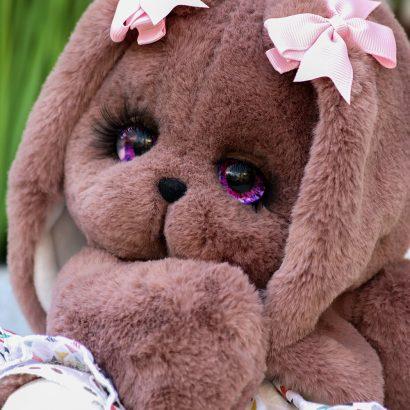 Игрушка зайка из меха кролика в платье